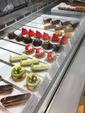 Bunter geschmackvoller Kuchen der Bäckereiplätzchen lizenzfreies stockbild