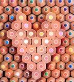 Bunter hölzerner Bleistift in der Innerform Stockbild