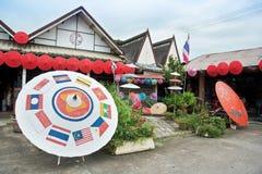 Bunter handgemachter Regenschirm für Verkauf Stockbild