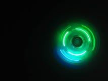 Bunter heller Neonkreis im Hintergrund des dunklen Schwarzen Lizenzfreie Stockfotografie