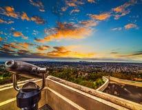 Bunter Himmel über Los Angeles bei Sonnenuntergang stockbild