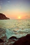 Bunter Himmel und ein schöner Sonnenuntergang stockbild
