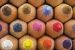 Bunter Hintergrund mit farbigen Bleistifttipps Stockfoto