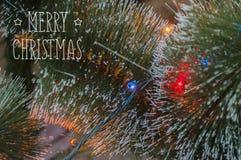 Bunter Hintergrund mit verziertem Weihnachtsbaum Lizenzfreie Stockbilder