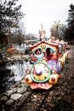 Bunter Kind-` s Zug im Vergnügungspark in Kropyvnytskyi-Stadt Lizenzfreies Stockfoto