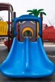 Bunter Kinderspielplatz im Park Lizenzfreies Stockbild