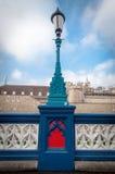 Bunter Laternenpfahl auf Turm-Brücke, London Großbritannien lizenzfreie stockfotografie