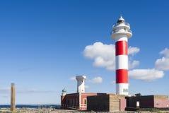 Bunter Leuchtturm-blauer Himmel Lizenzfreie Stockbilder