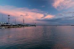 Bunter Meerblick an Burgas-Bucht, Bulgarien Sonnenuntergang Schwarzen Meers stockfotos
