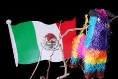 Bunter mexikanischer Pinata mit Markierungsfahne Stockfotografie