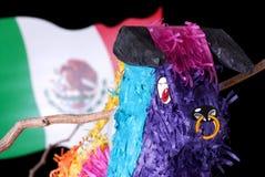 Bunter mexikanischer Pinata mit Markierungsfahne Lizenzfreie Stockfotografie