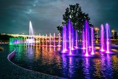 Bunter musikalischer Brunnen in Warschau Lizenzfreie Stockfotos