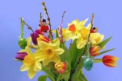 Bunter Ostern-Blumenstrauß Lizenzfreie Stockfotografie