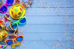 Bunter Parteigeburtstag oder Karnevalshintergrund Stockbild