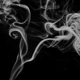 Bunter Rauch auf schwarzem Hintergrund Lizenzfreie Stockfotografie