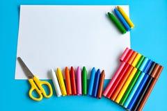 Bunter Schulbedarf für das Zeichnen Stockfotografie