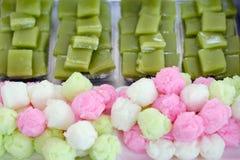 Bunter Schwammkuchen und süßer Kuchen der Schicht (Kanom Chan) stockfotos