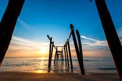 Bunter Sonnenuntergang über dem Meer Stockfotos