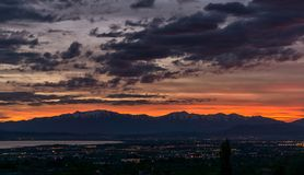 Bunter Sonnenuntergang auf Berge in Utah lizenzfreies stockbild