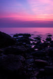 Bunter Sonnenuntergang durch Ozean Stockfoto