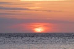 Bunter Sonnenuntergang in Meer Lizenzfreies Stockbild