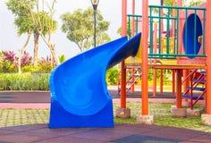 bunter Spielplatz ohne Kinder Stockfotografie