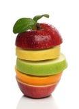 Bunter Stapel von frischen Früchten stockbild
