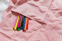 Bunter Stift in der Schürzentasche Stockbild