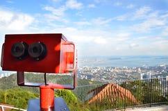 Bunter Teleskopzuschauer an Penang-Hügeln Stockfoto