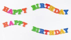 Bunter Text alles Gute zum Geburtstag auf einem Weiß lizenzfreies stockbild