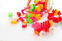 Bunter Toy Blocks Isolated auf Weiß Lizenzfreies Stockfoto