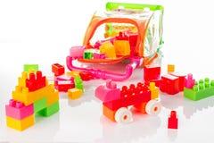Bunter Toy Blocks Isolated auf Weiß Stockbilder