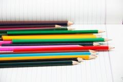 Bunter vertikaler Bleistiftzeichenstift Lizenzfreie Stockfotos
