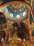 Bunter verzierter Innenraum der griechisch-orthodoxen Kirche, Griechenland stockfoto