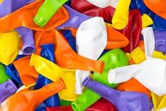 Bunter vibrierender Hintergrund von Parteiballonen Stockbild