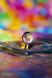 Bunter Wassertropfen stockfotos