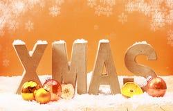 Bunter Weihnachtshintergrund mit fallenden Schneeflocken Stockbild