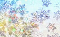 Bunter Weihnachtshintergrund mit Schneeflocken und Sternen auf einem blauen Hintergrund Stockfotos