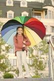 Bunter zus?tzlicher positiver Einfluss Heller Regenschirm Aufenthalt positiv und optimistisch Alles besser mit meinem Regenschirm lizenzfreies stockbild