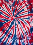Buntes abstraktes Bindungs-Färbungs-Muster-Design-Blau und Rot stockfotografie