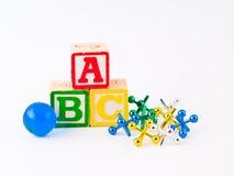 Buntes Alphabet blockt ABC und Steckfassungen Stockbild