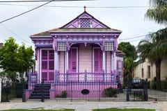Buntes altes Haus in der Marigny-Nachbarschaft in der Stadt von New Orleans Stockfotos