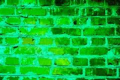 Buntes Backsteinmauermuster, gemalte Ziegelsteine als städtische Beschaffenheit Stockfotografie