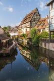 Buntes Bauholz-gestaltete Gebäude in Colmar, Frankreich lizenzfreies stockbild