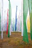 Buntes Beschwörungsformelmarkierungsfahnenfeld in Darjeeling Lizenzfreie Stockfotografie