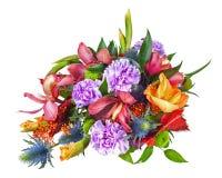Buntes Blumen-Blumenstrauß-Anordnungs-Mittelstück lokalisiert auf Whit stockfotografie