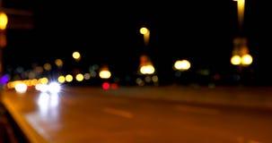 Buntes bokeh von Autolichtern auf der Straße nachts 4k stock video footage