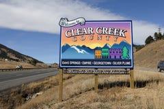 Buntes Clear Creek County Zeichen stockfotografie