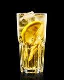 Buntes Cocktail auf dem schwarzen Hintergrund Stockfoto