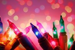 Buntes De fokussierte Birnen des elektrischen Lichtes der Kreise und beleuchtet Hintergrund lizenzfreie stockfotos